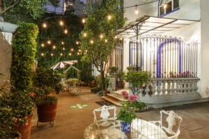 Hotel_Casa_Gonzalez_patio_frente_iluminado